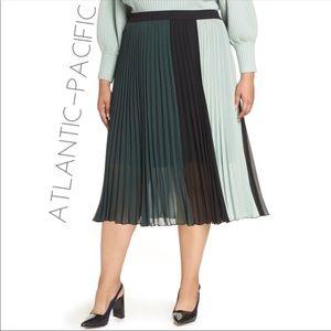 NWT Atlantic Pacific Halogen accordion skirt XXL